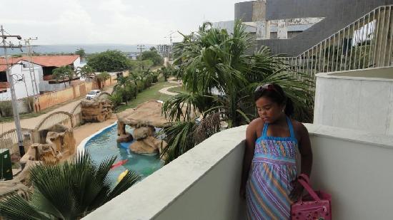 vista desde la habiotacion a piscina infantil del resort