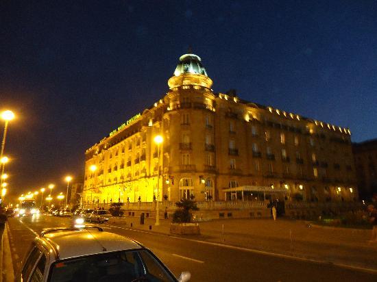 Hotel Maria Cristina, a Luxury Collection Hotel, San Sebastian: M.Cristina de noche