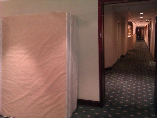 Moscow Marriott Tverskaya Hotel: Mattress on the corridor for 3 nights!