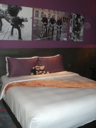 Hard Rock Hotel Singapore: Hard Rock Bed