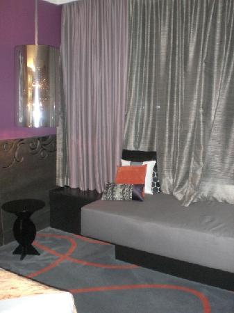 Hard Rock Hotel Singapore: Window Sitting Area