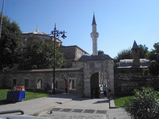 Small Ayasofya Camii - Picture of Kucuk Ayasofya Camii ...
