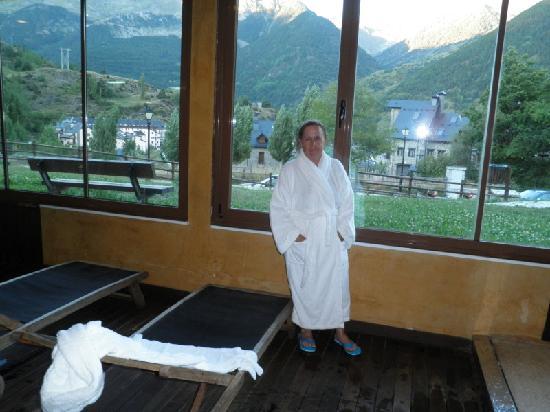 Aparthotel Sarrato: Spa con vistas a la montaña en el apartahotel