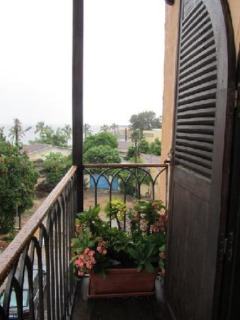 Le DJOLOFF Boutique Hotel : balcony from suites