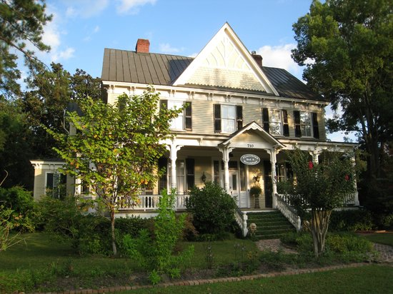 Flowertown Bed and Breakfast: Front of house
