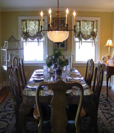 Cutchogue, NY: dining room