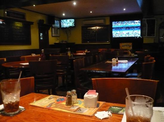 Robin Hood Pub & Restuarant: Interior of Main Dining Area