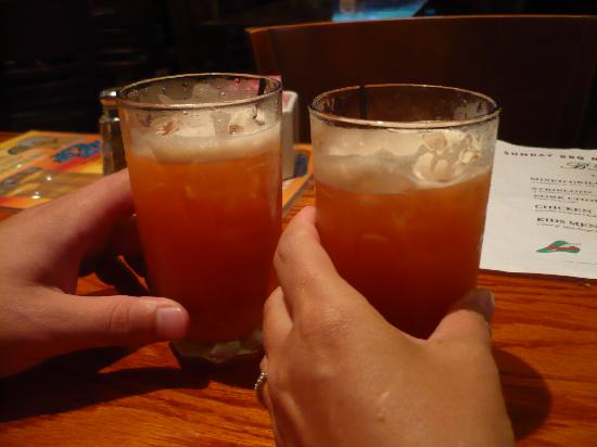Robin Hood Pub & Restuarant: Yummy Rum Swizzles!