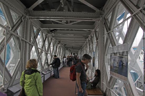สะพานทาวเวอร์บริดจ์: east walkway