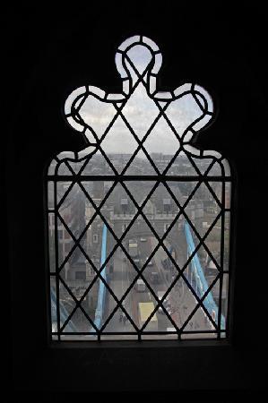 สะพานทาวเวอร์บริดจ์: window view from south tower