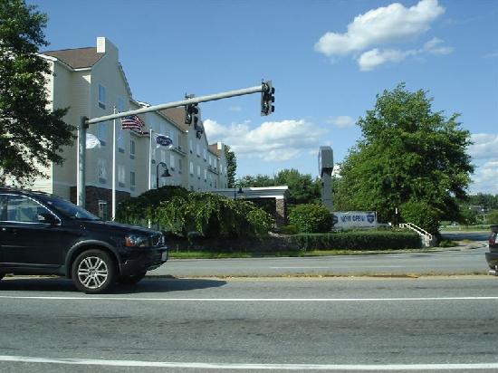 Hampton Inn Nashua: Hotel exterior