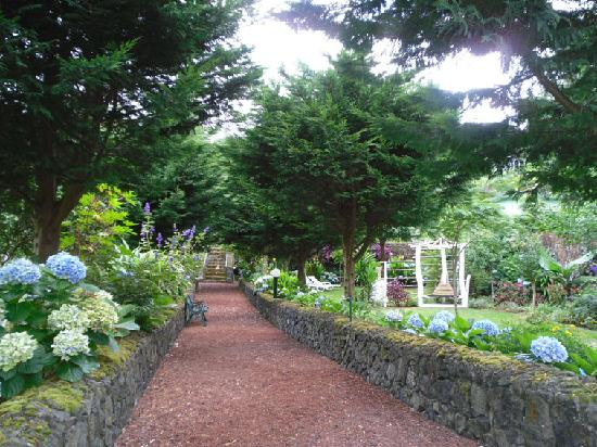 Livramento, Portugal: Pathways through the many levels of gardens