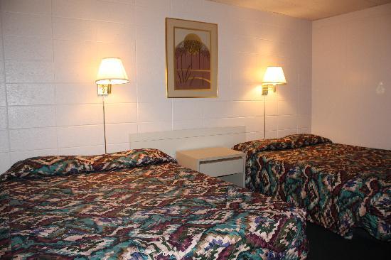 Stockmans Motel - Two Queen Beds Non-Smoking Spacious Rm Interior - Ontario, Oregon