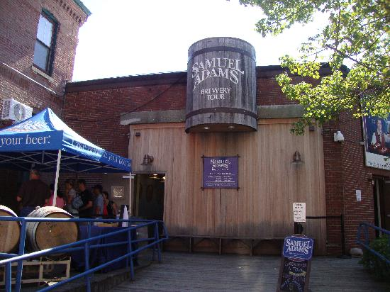 Samuel Adams Brewery: Nice decor  outside