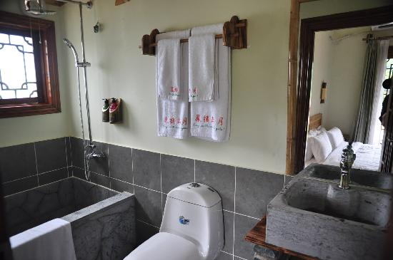 ‪‪Yangshuo Phoenix Pagoda Fonglou Retreat‬: bathroom‬