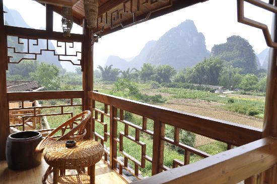 Yangshuo Phoenix Pagoda Fonglou Retreat: Balcony
