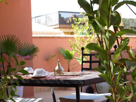 Riad Tizgui: desayuno en la terraza