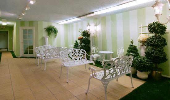 Vegas Wedding Chapel : The Lobby
