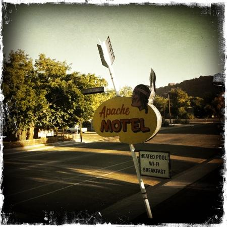 ‪‪Apache Motel‬: Apache sign‬
