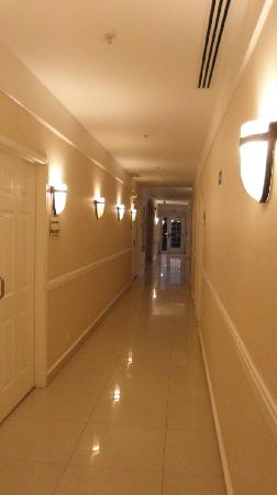 LQ Hotel by La Quinta Cd Juarez Near US Consulate: Hallway ground floor
