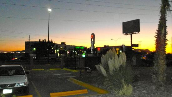 Ciudad Juarez, México: Restaurants across the street