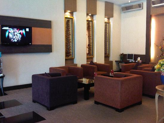 Atrium Boutique Resort Hotel: The lobby...