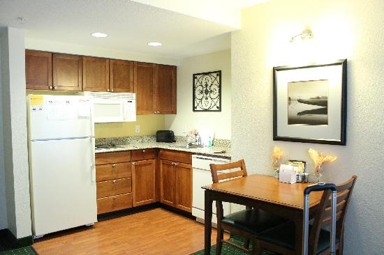 Residence Inn Morgantown: Kitchen area of room 229