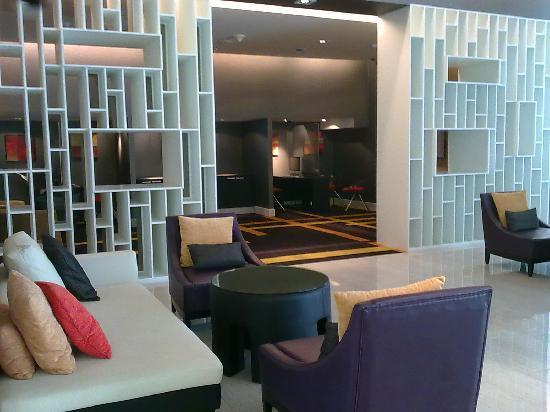 โฟร์พอยท์บายเชอราตันกรุงเทพ, สุขุมวิท 15: cozzy lobby corner