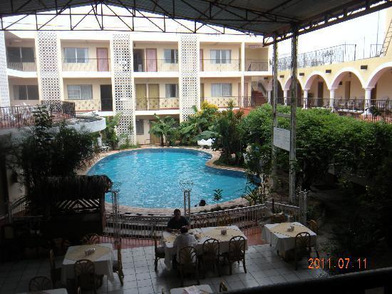 Maria de la Luz Hotel: interior del hotel hacia la alberca