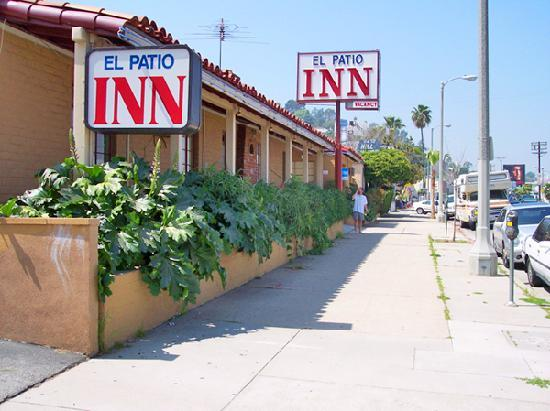 El Patio Inn: Outside View