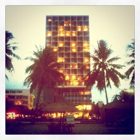 โรงแรมโนโวเทลญาจาง: seen from the beach