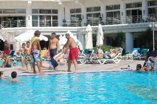 Pineta Park: fun at the pool