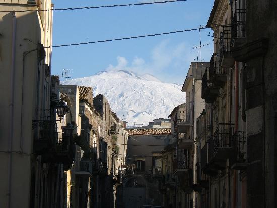 Adrano, إيطاليا: Vista dell'ETNA dal centro storico di Adrano (CT)