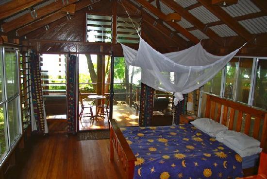 Safari Island Lodge : Beachfront Bure - metres from the water