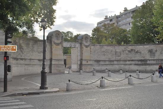 สุสาน Pere-Lachaise (Cimetiere du Pere-Lachaise): L'ingresso