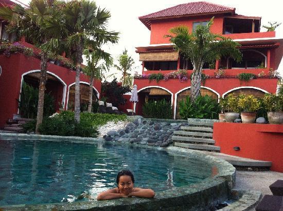 พิงค์ โกโก้ บาหลี โฮเต็ล: Morning swim