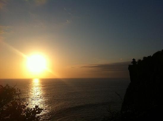 พิงค์ โกโก้ บาหลี โฮเต็ล: Sunset at Uluwatu