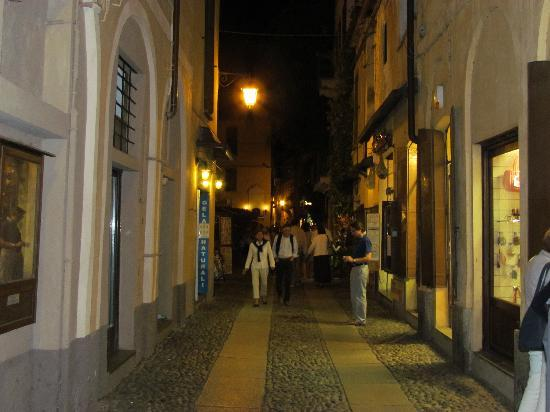 Santa Caterina : streets of Orta by night