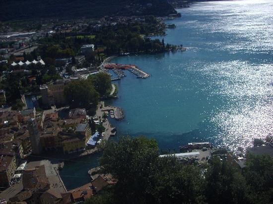 Nago, Italy: vue du lac