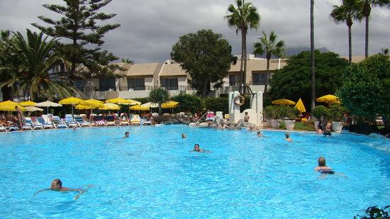 H10 Las Palmeras: Vue sur les piscines