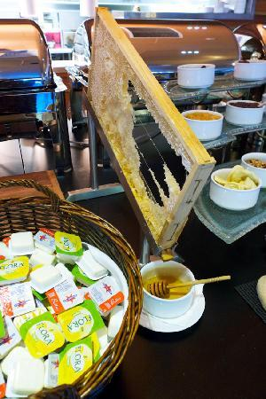 Peppers Noosa Resort and Villas: Fresh honey for breakfast :)