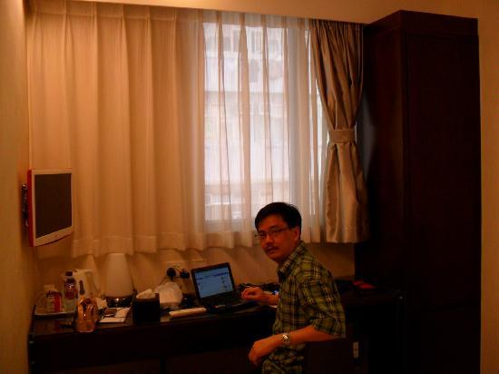 Pop Hotel: I brought my own netbook. Free Internet