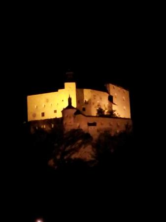 Schloss Tarasp: The castle at night