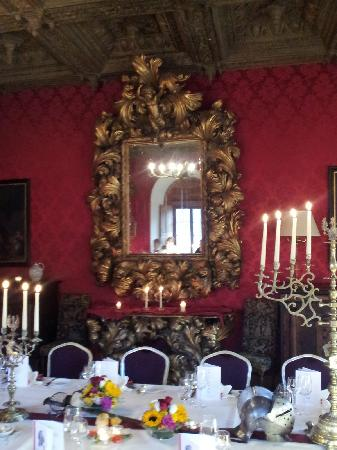 Schloss Tarasp: The dinner table