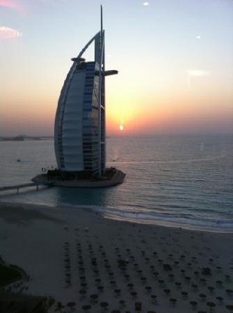 โรงแรมจูไมราห์บีช: what a view!