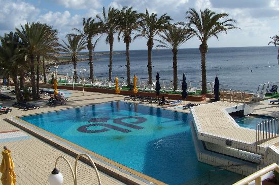 Qawra Palace Hotel: Pools view from the road