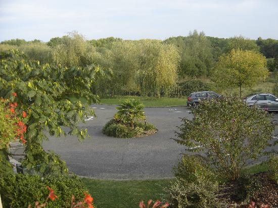 Ibis Styles Chinon: vue du parking