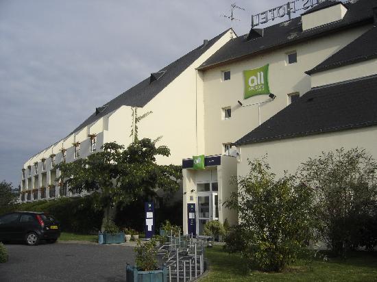 Ibis Styles Chinon: entrée de l'hôtel