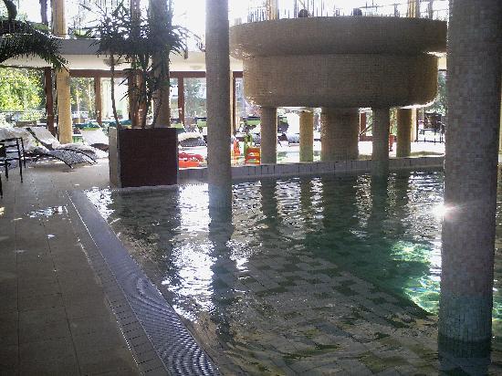 Wellness Hotel Gyula: Wellness section, round shape jakuzzi on the upper floor