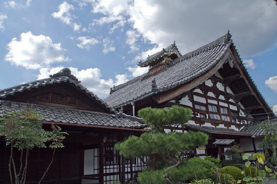 Shunkoin Temple Guest House: The main temple building